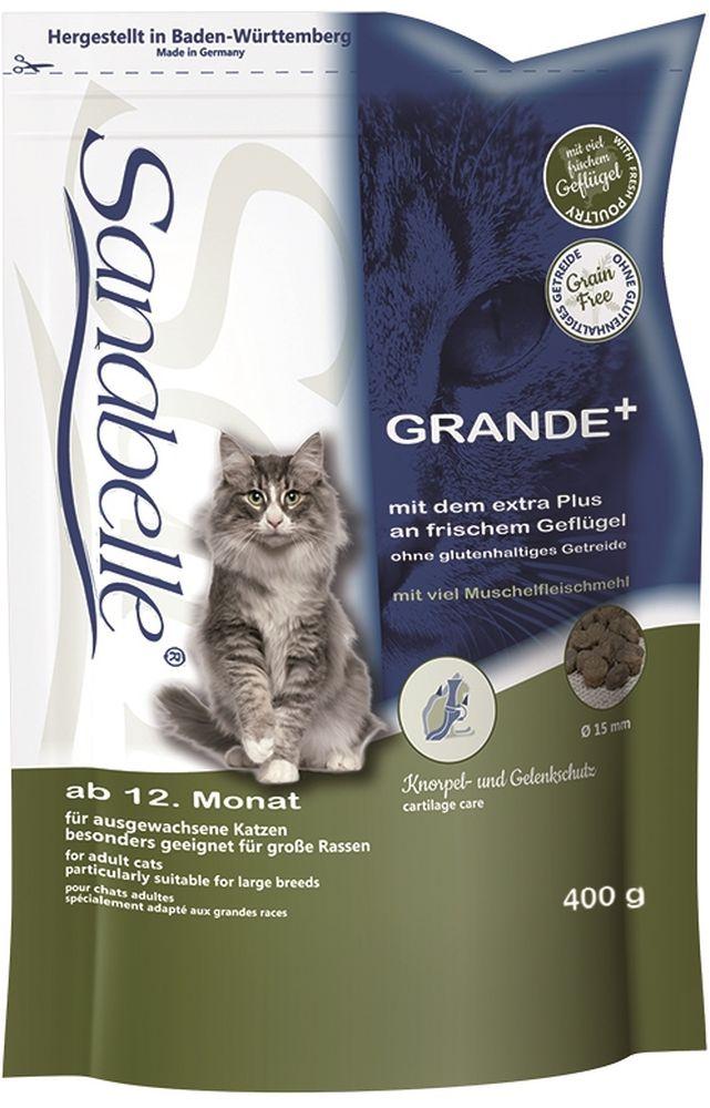 Корм сухой Sanabelle Grande для крупных кошек старше года и кошек гигантских пород, 400 г57826Корм сухой Sanabelle Grande специально разработан для кошек крупных и гигантских пород, например, мейн-кунов или норвежских. Также этот рацион великолепно подойдет кошкам, которые стараются быстро заглатывать корм, поскольку специальный размер гранул не позволяет этого сделать.Только натуральные ингредиенты используются в супер премиум корме Sanabelle Grande. В сухой корм для кошек Санабелль Гранде добавлены мука из мидий и экстракт новозеландского зеленогубчатого моллюска для правильного формирования и предотвращения заболеваний суставов, что особенно важно для крупных кошек.Пониженное содержание минералов (например, магния) в составе корма, снижает риск образования камней в почках.Другие компоненты уменьшают рН мочи. Комбинация из натуральных антиоксидантов и лесных ягод положительно действует на мочеполовую систему в целом. Экстракт Юкки способствует уменьшению запаха кала. Гармоничное сочетание таурина, жирных кислот (Омега 3, Омега 6) и цинка ( в легко усваиваемой форме хелатов) способствует сохранению эластичности кожи, придает блеск шерсти, сохраняет зрение и поддерживает естественную сопротивляемость организма.Использование растительных волокон и жиров уменьшает вероятность слипания попавшей в желудок шерсти и облегчает выход уже образовавшихся волосяных шаров. Балластные вещества способствуют стабилизации кишечной флоры и правильной работе пищеварительной системы. Особая форма и структура гранул, а также отборные растительные волокна оказывают очищающий эффект на зубы кошки. Полезные бактерии в совокупности с витаминами и фосфатами также положительно влияют на слизистую полости рта и зубную поверхность. Состав: белок 31 %, жир 19,5 %, клетчатка 3,0 %, зола 6,0 %, кальций 1,15 %, фосфор 1,0 %, магний 0,07 %, влажность 10 %.Энергетическая ценность (ккал/100г): 406. Добавки (на 1кг корма): витамин A 25000 МЕ, витамин D3 1500 МЕ, витамин E 600 мг, таурин 2000 мг, медь 