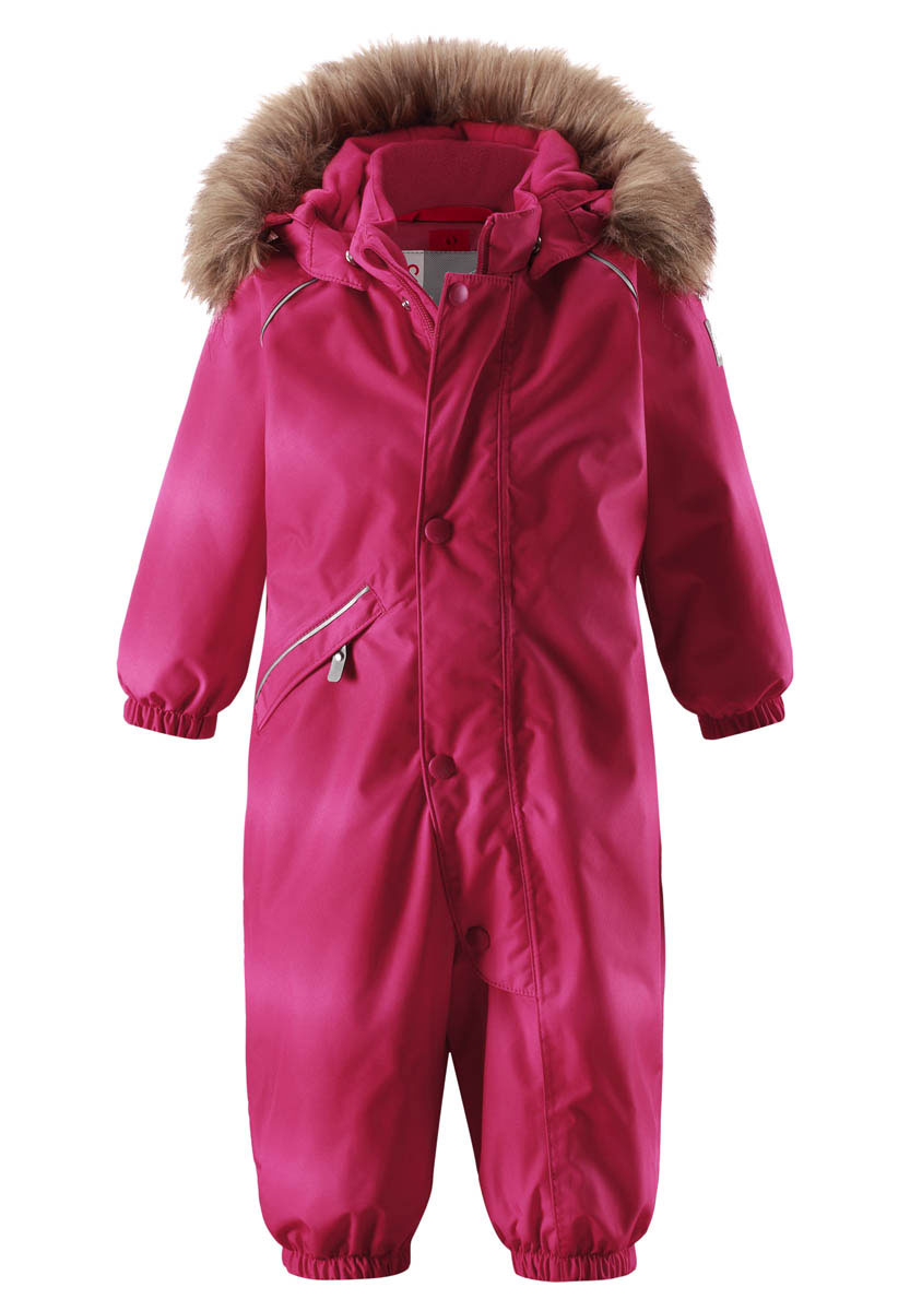 Комбинезон детский Reima Reimatec Lappi, цвет: розовый. 510267F356. Размер 92510267F356Отличный зимний комбинезон для малышей от Reima! Все швы комбинезона проклеены, а сам он изготовлен из водо- и ветронепроницаемого, грязеотталкивающего материала. Утепленная задняя часть обеспечит дополнительную защиту от холода во время игр в снегу. Гладкая подкладка и длинная молния облегчают надевание, а талия в комбинезоне регулируется. Маленький карман на молнии надежно сохранит все сокровища. Средняя степень утепления.