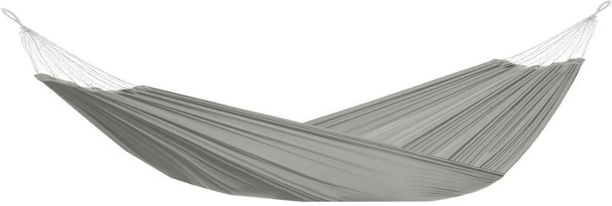 """Легкий, прочный и компактный гамак Boyscout """"Кокон"""" выполненный из нейлона, внесет дополнительный комфорт в ваш отдых на даче, в походе или на пикнике. Для хранения гамака в собранном виде к нему прилагается чехол на кулиске.  Размер гамака: 200 см х 140 см.  Максимальная нагрузка: 120 кг."""