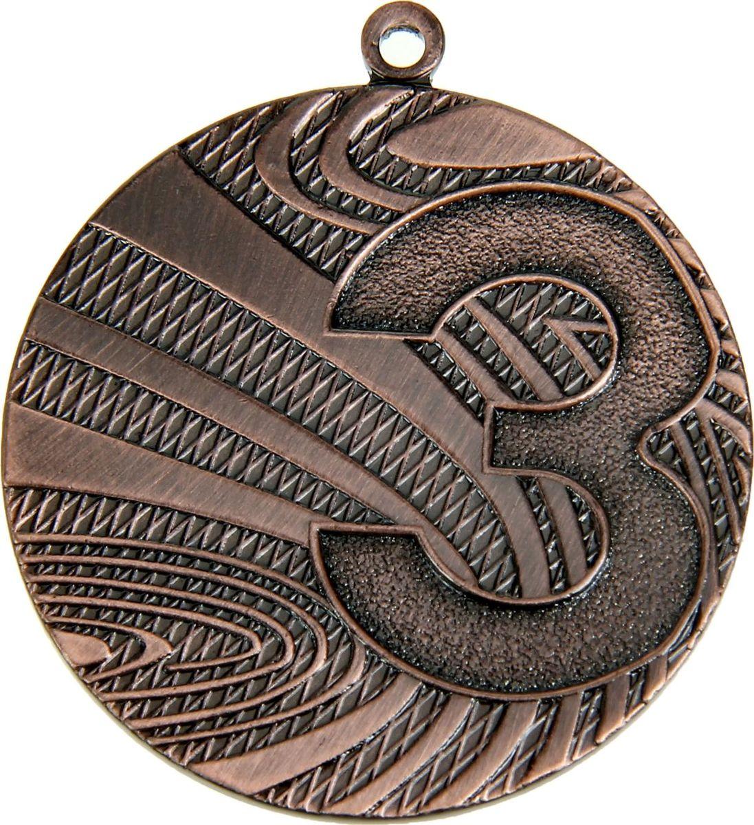 Медаль сувенирная 3 место, цвет: бронзовый, диаметр 4 см. 0161028907Медаль — знак отличия, которым награждают самых достойных. Она вручается лишь тем, кто проявил настойчивость и волю к победе. Каждое достижение — это важное событие, которое должно остаться в памяти на долгие годы. Любое спортивное состязание, профессиональное или среди любителей, любое корпоративное мероприятие — отличный повод для того, чтобы отметить лучших из лучших. Характеристики:Диаметр медали: 4 см Диаметр вкладыша (оборот): 3,5 см.