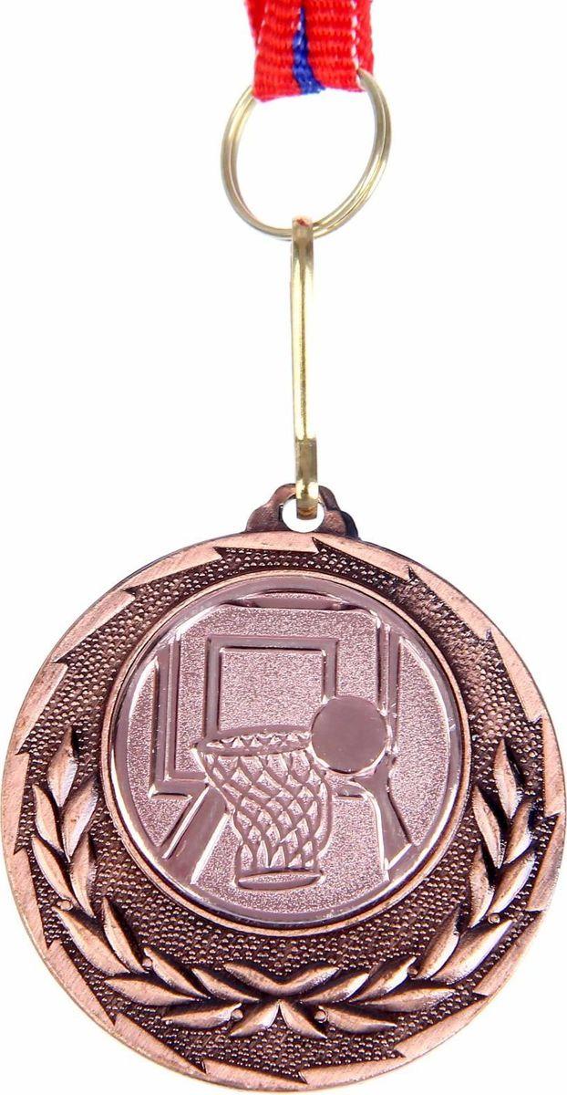 Медаль сувенирная Баскетбол, цвет: бронзовый, диаметр 4 см. 0351108651Медаль - знак отличия, которым награждают самых достойных. Она вручается лишь тем, кто проявил настойчивость и волю к победе. Каждоедостижение - это важное событие, которое должно остаться в памяти на долгие годы.Медаль тематическая Баскетбол изготовлена из металла. В комплект входит лента цвета триколор, являющегося одним изгосударственных символов России.Диаметр медали: 4 см. Диаметр вкладыша (оборот): 3,5 см. Ширина ленты: 1,2 см.