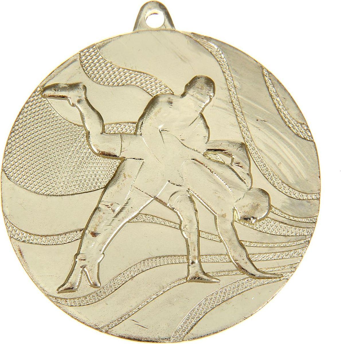 Медаль сувенирная Вольная борьба, цвет: золотистый, диаметр 5 см. 0401108670Заслуженный приз! Долгие изнурительные тренировки, напряжение перед соревнованием… Наконец ты вышел и показал всё, на что способен. И вот она — победа! — награда для настоящего чемпиона. Пусть каждый видит, кому именно сегодня покорился пьедестал. Блестящая награда на груди станет лучшим ответом скептикам и всегда будет напоминать, что упорный труд непременно вознаграждается. Наступит завтрашний день, и своё лидерство нужно будет доказывать заново. Ну а пока победитель сможет наслаждаться триумфом, глядя на эту медаль.Характеристики: Диаметр медали: 5 см Диаметр вкладыша (оборот): 4,5 см. Сверху расположено отверстие для крепления ленты.