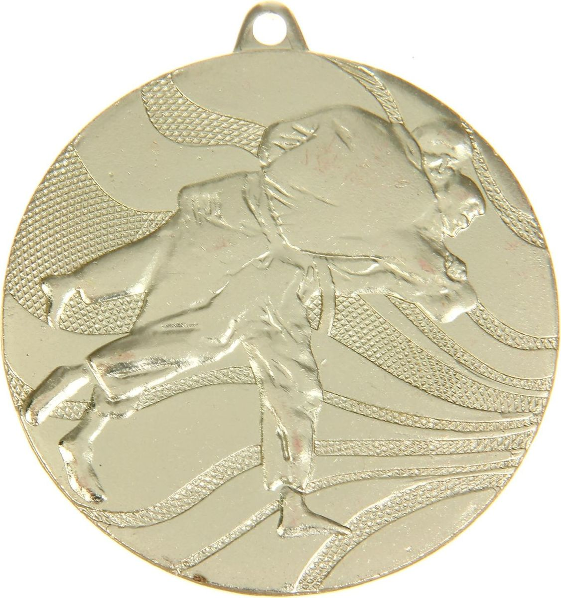 Медаль сувенирная Карате, цвет: золотистый, диаметр 5 см. 0412422937Заслуженный приз! Долгие изнурительные тренировки, напряжение перед соревнованием… Наконец ты вышел и показал всё, на что способен. И вот она — победа! — награда для настоящего чемпиона. Пусть каждый видит, кому именно сегодня покорился пьедестал. Блестящая награда на груди станет лучшим ответом скептикам и всегда будет напоминать, что упорный труд непременно вознаграждается. Наступит завтрашний день, и своё лидерство нужно будет доказывать заново. Ну а пока победитель сможет наслаждаться триумфом, глядя на эту медаль.Характеристики: Диаметр медали: 5 см Диаметр вкладыша (оборот): 4,5 см. Сверху расположено отверстие для крепления ленты.