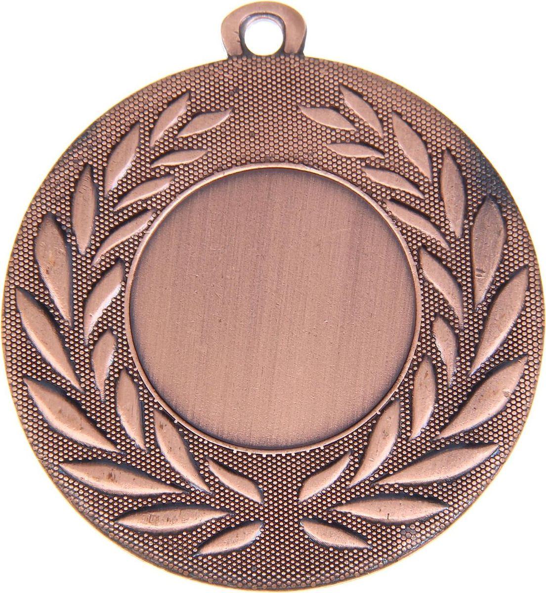 Медаль сувенирная с местом для гравировки, цвет: бронзовый, диаметр 5 см. 0241108696Дизайн медали дополнен изображением лавра, ведь со времен греко-римской древности его ветви — символ славы, победы или мира. Эту награду вы сможете дополнить персональной гравировкой или корпоративной символикой. Если вы захотите подчеркнуть важность домашнего или корпоративного спортивного мероприятия, оригинальным и запоминающимся итогом соревнований будет вручение медалей участникам и победителям. Характеристики: Диаметр медали: 5 см Диаметр вкладыша (лицо): 2,5 см Диаметр вкладыша (оборот): 4,5 см.