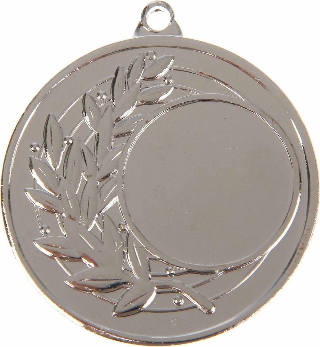 Медаль сувенирная с местом для гравировки, цвет: серебристый, диаметр 4,5 см. 0261108701Медаль — знак отличия, которым награждают самых достойных. Она вручается лишь тем, кто проявил настойчивость и волю к победе. Каждое достижение — это важное событие, которое должно остаться в памяти на долгие годы. Любое спортивное состязание, профессиональное или среди любителей, любое корпоративное мероприятие — отличный повод для того, чтобы отметить лучших из лучших. Характеристики:Диаметр медали: 4,5 см Диаметр вкладыша (лицо): 2,5 см Диаметр вкладыша (оборот): 4 см. Пусть любая победа будет отмечена соответствующей наградой!
