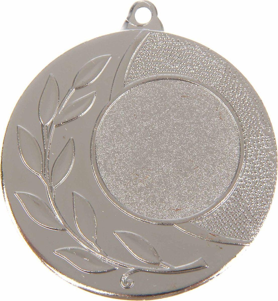Медаль сувенирная с местом для гравировки, цвет: серебристый, диаметр 4,5 см. 0281108707Медаль — знак отличия, которым награждают самых достойных. Она вручается лишь тем, кто проявил настойчивость и волю к победе. Каждое достижение — это важное событие, которое должно остаться в памяти на долгие годы. Любое спортивное состязание, профессиональное или среди любителей, любое корпоративное мероприятие — отличный повод для того, чтобы отметить лучших из лучших. Характеристики:Диаметр медали: 4,5 см Диаметр вкладыша (лицо): 2,5 см Диаметр вкладыша (оборот): 4 см. Пусть любая победа будет отмечена соответствующей наградой!