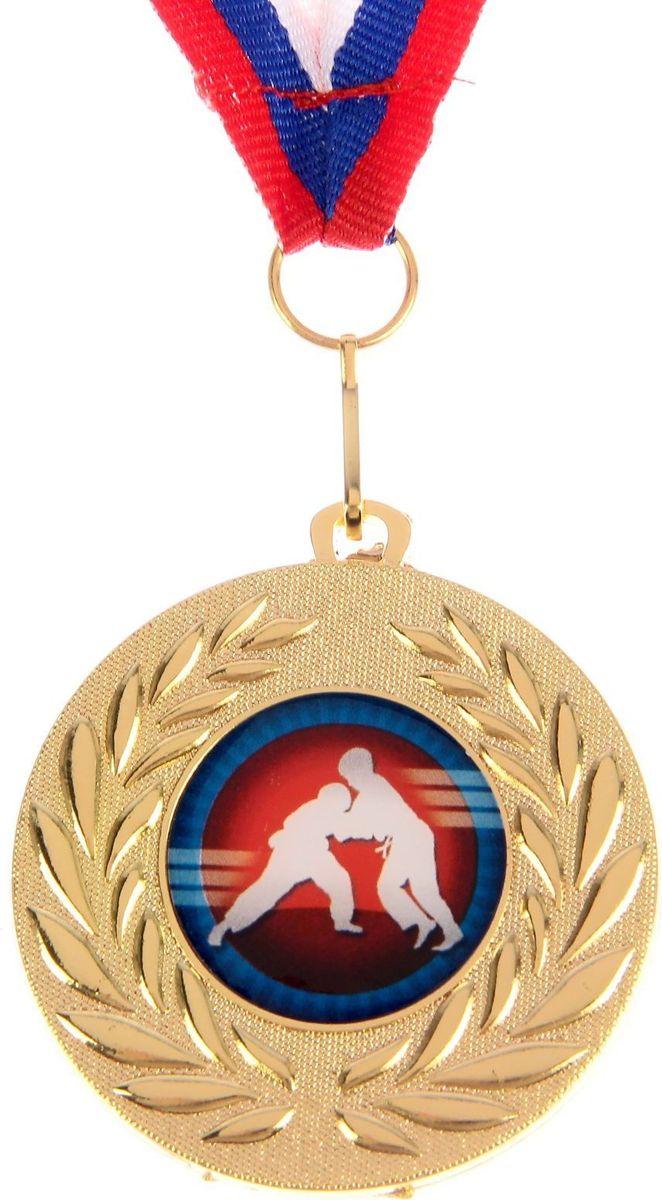 Медаль сувенирная Дзюдо, цвет: золотистый, диаметр 5 см. 0701184237Медаль — знак отличия, которым награждают самых достойных. Она вручается лишь тем, кто проявил настойчивость и волю к победе. Каждое достижение — это важное событие, которое должно остаться в памяти на долгие годы. изготовлена из металла, в комплект входит лента цвета триколор, являющегося одним из государственных символов России.Характеристики: Диаметр медали: 5 см Диаметр вкладыша (оборот): 4,5 см Ширина ленты: 1,5 см.