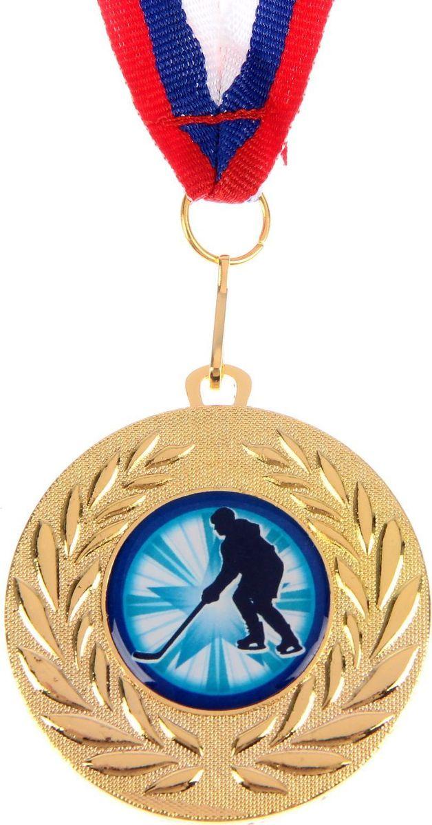 Медаль сувенирная Хоккей, цвет: золотистый, диаметр 5 см. 0771184240Медаль — знак отличия, которым награждают самых достойных. Она вручается лишь тем, кто проявил настойчивость и волю к победе. Каждое достижение — это важное событие, которое должно остаться в памяти на долгие годы. изготовлена из металла, в комплект входит лента цвета триколор, являющегося одним из государственных символов России.Характеристики: Диаметр медали: 5 см Диаметр вкладыша (оборот): 4,5 см Ширина ленты: 1,5 см.
