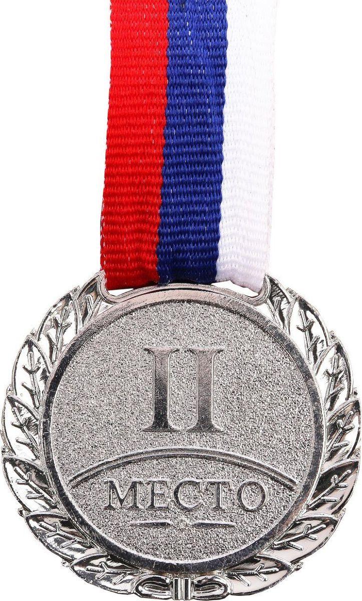 Медаль сувенирная 2 место, цвет: серебристый, диаметр 4 см. 0371305187Медаль вручается тем, кто проявил настойчивость и волю к победе. Каждый триумф, каждое достижение — это событие, которое должно оставаться в памяти на долгие годы. Любое спортивное состязание, профессиональное или среди любителей, а также корпоративное мероприятие — отличный повод для того, чтобы отметить лучших. Призовая медаль за 2 место изготовлена из металла серебряного цвета.