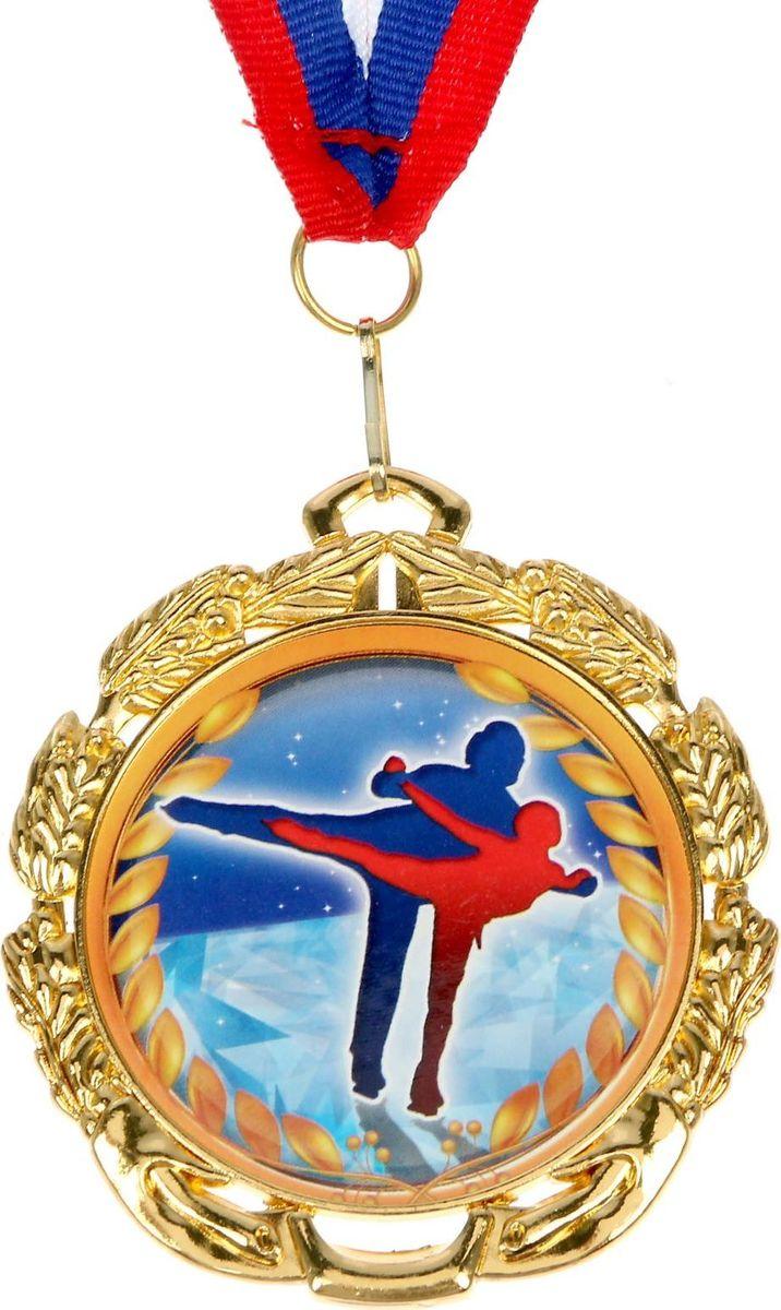 Медаль сувенирная Фигурное катание, цвет: золотистый, диаметр 6,5 см. 0521371169Медаль - знак отличия, которым награждают самых достойных. Она вручается лишь тем, кто проявил настойчивость и волю к победе. Каждое достижение - это важное событие, которое должно остаться в памяти на долгие годы. Медаль тематическая Фигурное катание изготовлена из металла. В комплект входит лента цвета триколор, являющегося одним из государственных символов России. Диаметр медали: 6,5 см.Диаметр вкладыша (оборот): 4,8 см.Ширина ленты: 2 см.