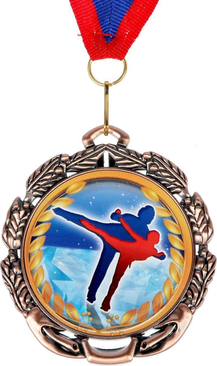 Медаль сувенирная Фигурное катание, цвет: бронзовый, диаметр 6,5 см. 0521371171Медаль - знак отличия, которым награждают самых достойных. Она вручается лишь тем, кто проявил настойчивость и волю к победе. Каждое достижение - это важное событие, которое должно остаться в памяти на долгие годы. Медаль тематическая Фигурное катание изготовлена из металла. В комплект входит лента цвета триколор, являющегося одним из государственных символов России. Диаметр медали: 6,5 см.Диаметр вкладыша (оборот): 4,8 см.Ширина ленты: 2 см.