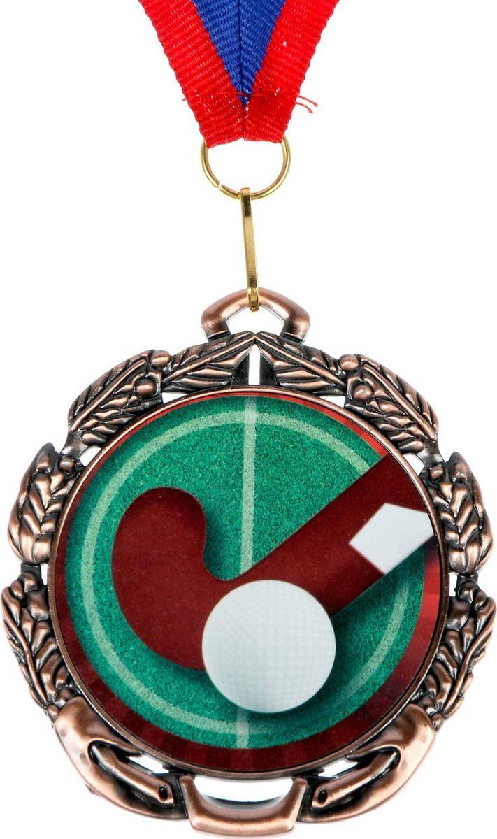 Медаль сувенирная Хоккей на траве, цвет: бронзовый, диаметр 6,5 см. 0531371174Медаль — знак отличия, которым награждают самых достойных. Она вручается лишь тем, кто проявил настойчивость и волю к победе. Каждое достижение — это важное событие, которое должно остаться в памяти на долгие годы. Любой заслуженный успех является отличным поводом для того, чтобы отметить лучших из лучших. изготовлена из металла, в комплект входит лента шириной 2 см в виде триколора, являющегося одним из государственных символов России. На обороте изделия есть место для индивидуальной надписи диаметром 4,8 см.