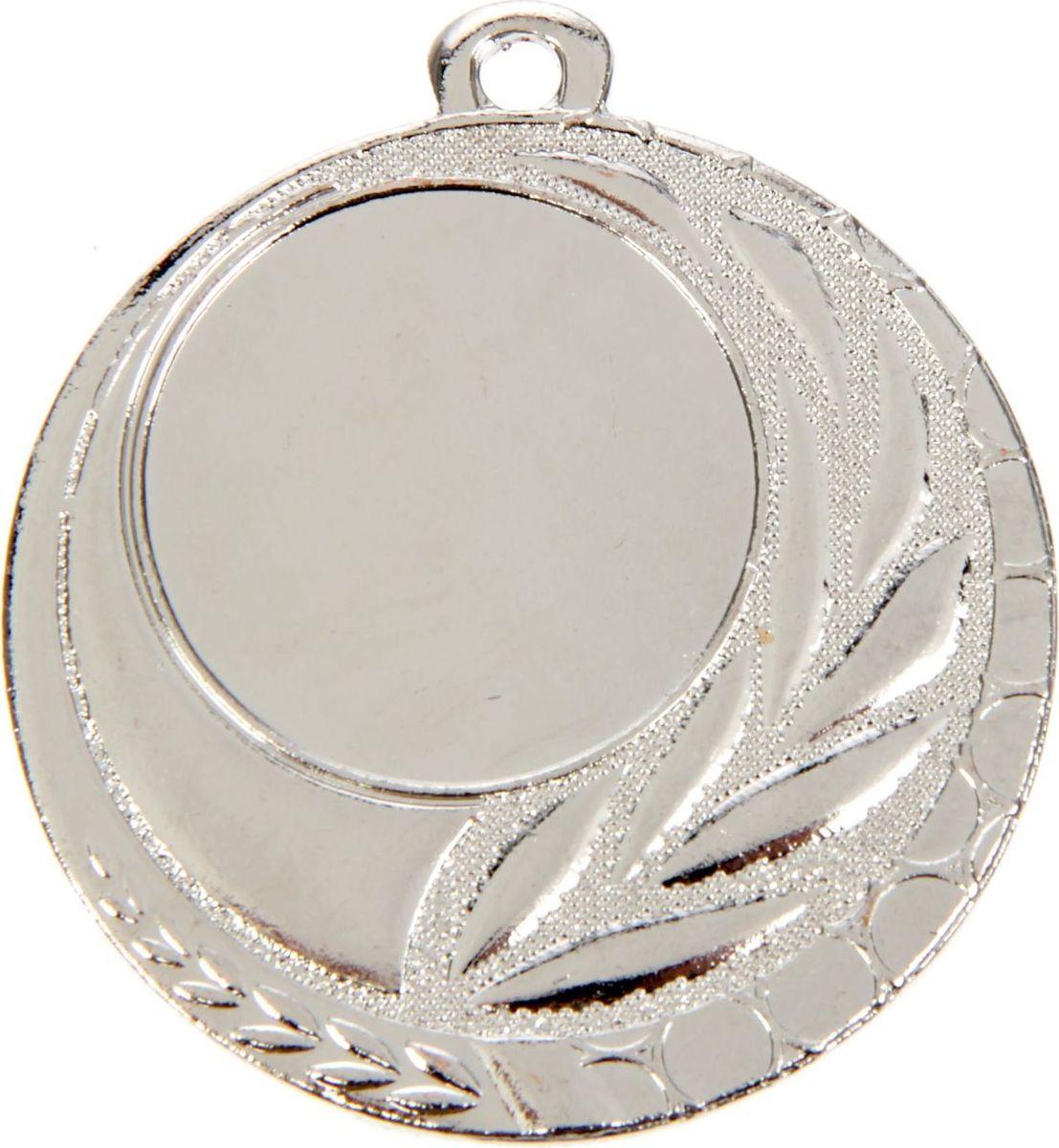Медаль сувенирная с местом для гравировки, цвет: серебристый, диаметр 5 см. 0421387689Пусть любая победа будет отмечена соответствующей наградой! Медаль — знак отличия, которым награждают самых достойных. Она вручается лишь тем, кто проявил настойчивость и волю к победе. Каждое достижение — это важное событие, которое должно остаться в памяти на долгие годы. изготовлена из металла, в комплект входит лента цвета триколор, являющегося одним из государственных символов России. Характеристики: Диаметр медали: 5 см Диаметр вкладыша (лицо): 2,5 см Диаметр вкладыша (оборот): 4 см