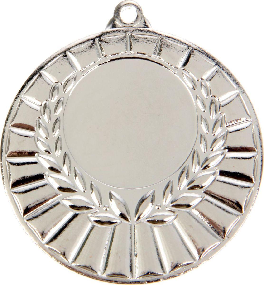 Медаль сувенирная с местом для гравировки, цвет: серебристый, диаметр 5 см. 0471387710Пусть любая победа будет отмечена соответствующей наградой! Медаль — знак отличия, которым награждают самых достойных. Она вручается лишь тем, кто проявил настойчивость и волю к победе. Каждое достижение — это важное событие, которое должно остаться в памяти на долгие годы. изготовлена из металла, в комплект входит лента цвета триколор, являющегося одним из государственных символов России. Характеристики: Диаметр медали: 5 см Диаметр вкладыша (лицо): 2,5 см Диаметр вкладыша (оборот): 4,5 см