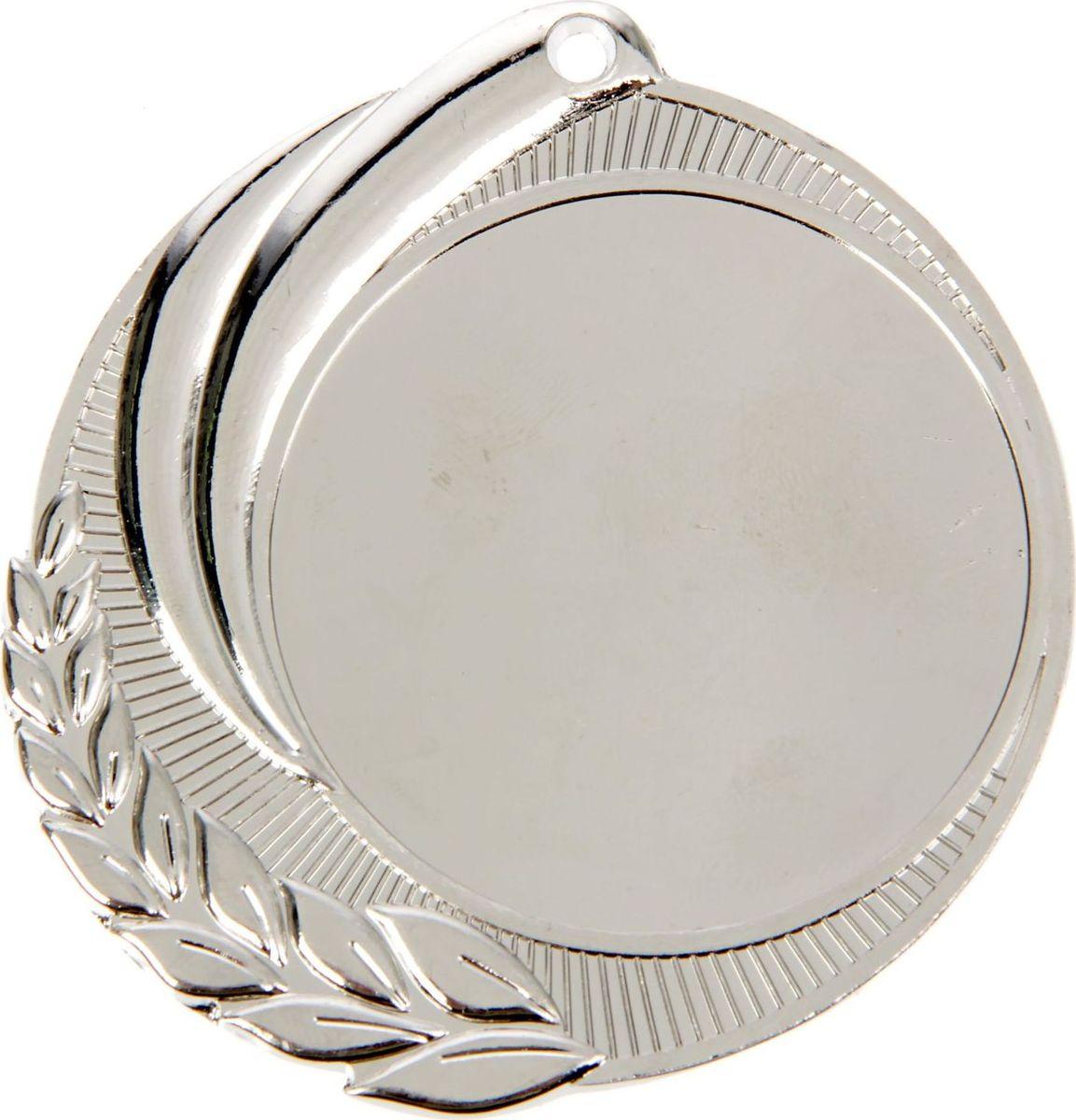 Медаль сувенирная с местом для гравировки, цвет: серебристый, диаметр 7 см. 0481387713Пусть любая победа будет отмечена соответствующей наградой! Медаль — знак отличия, которым награждают самых достойных. Она вручается лишь тем, кто проявил настойчивость и волю к победе. Каждое достижение — это важное событие, которое должно остаться в памяти на долгие годы. изготовлена из металла, в комплект входит лента цвета триколор, являющегося одним из государственных символов России. Характеристики: Диаметр медали: 7 см Диаметр вкладыша (лицо): 5 см Диаметр вкладыша (оборот): 5,4 см