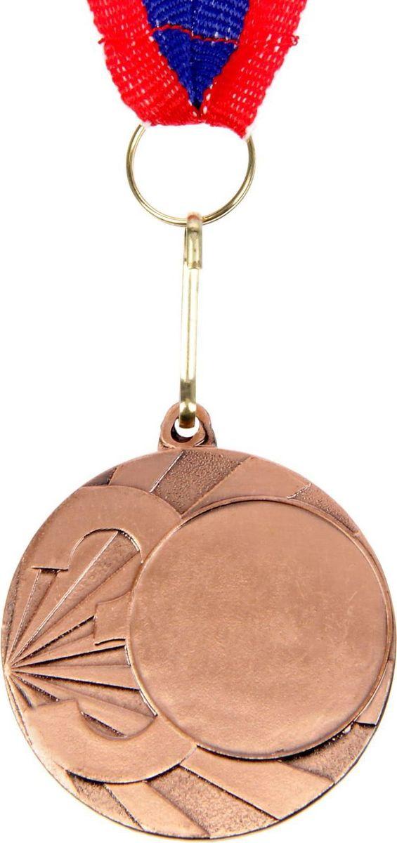 Медаль сувенирная с местом для гравировки, цвет: бронзовый, диаметр 4 см. 0501387720Пусть любая победа будет отмечена соответствующей наградой! Медаль — знак отличия, которым награждают самых достойных. Она вручается лишь тем, кто проявил настойчивость и волю к победе. Каждое достижение — это важное событие, которое должно остаться в памяти на долгие годы. изготовлена из металла, в комплект входит лента цвета триколор, являющегося одним из государственных символов России. Характеристики: Диаметр медали: 4 см Диаметр вкладыша (лицо): 2,5 см Диаметр вкладыша (оборот): 3,5 см Ширина ленты: 2 см.