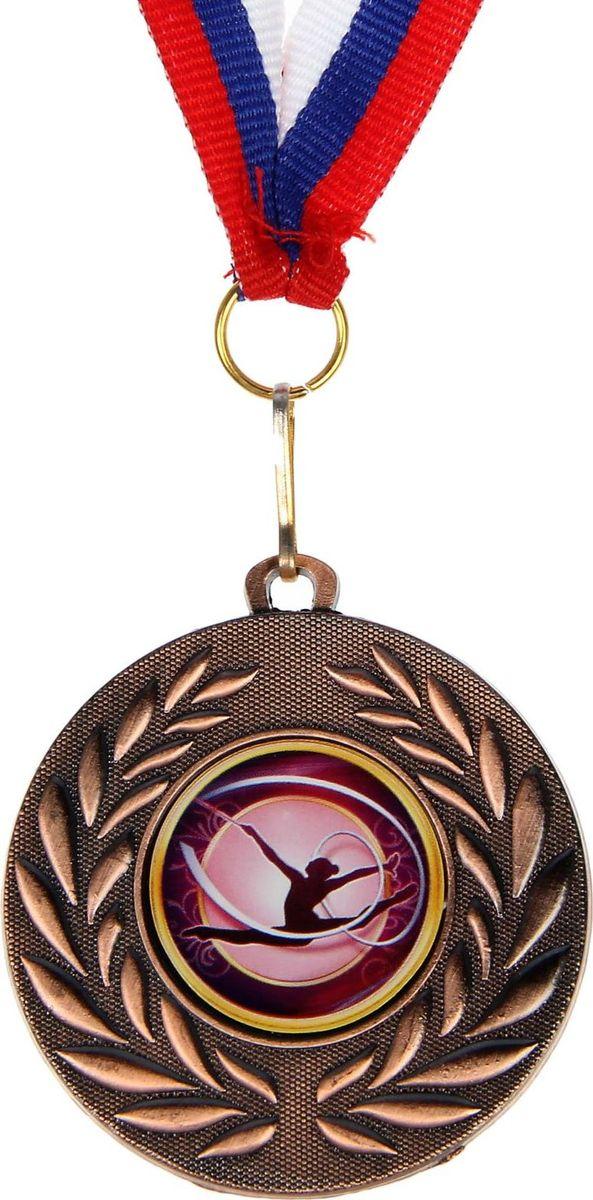 Медаль сувенирная Художественная гимнастика, цвет: бронзовый, диаметр 5 см. 0781390584Медаль — знак отличия, которым награждают самых достойных. Она вручается лишь тем, кто проявил настойчивость и волю к победе. Каждое достижение — это важное событие, которое должно остаться в памяти на долгие годы. изготовлена из металла, в комплект входит лента цвета триколор, являющегося одним из государственных символов России.Характеристики: Диаметр медали: 5 см Диаметр вкладыша (оборот): 4,5 см Ширина ленты: 1,5 см.