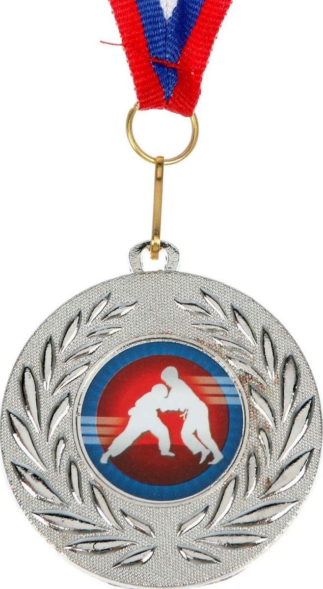 Медаль сувенирная Дзюдо, цвет: серебристый, диаметр 5 см. 0701476885Медаль — знак отличия, которым награждают самых достойных. Она вручается лишь тем, кто проявил настойчивость и волю к победе. Каждое достижение — это важное событие, которое должно остаться в памяти на долгие годы. изготовлена из металла, в комплект входит лента цвета триколор, являющегося одним из государственных символов России.Характеристики: Диаметр медали: 5 см Диаметр вкладыша (оборот): 4,5 см Ширина ленты: 1,5 см.