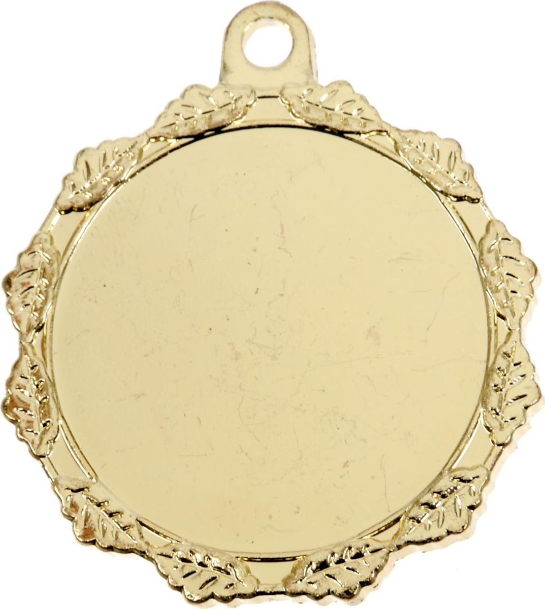 Медаль сувенирная с местом для гравировки, цвет: золотистый, диаметр 3,2 см. 0591510639Медаль вручается лишь тем, кто проявил настойчивость и волю к победе, ведь такое событие должно оставаться в памяти на долгие годы. Эта награда изготовлена из металла и украшена стильным орнаментом. Характеристики:Диаметр медали: 3,2 см Диаметр вкладыша (лицо): 2,5 см Диаметр вкладыша (оборот): 2,7 см.