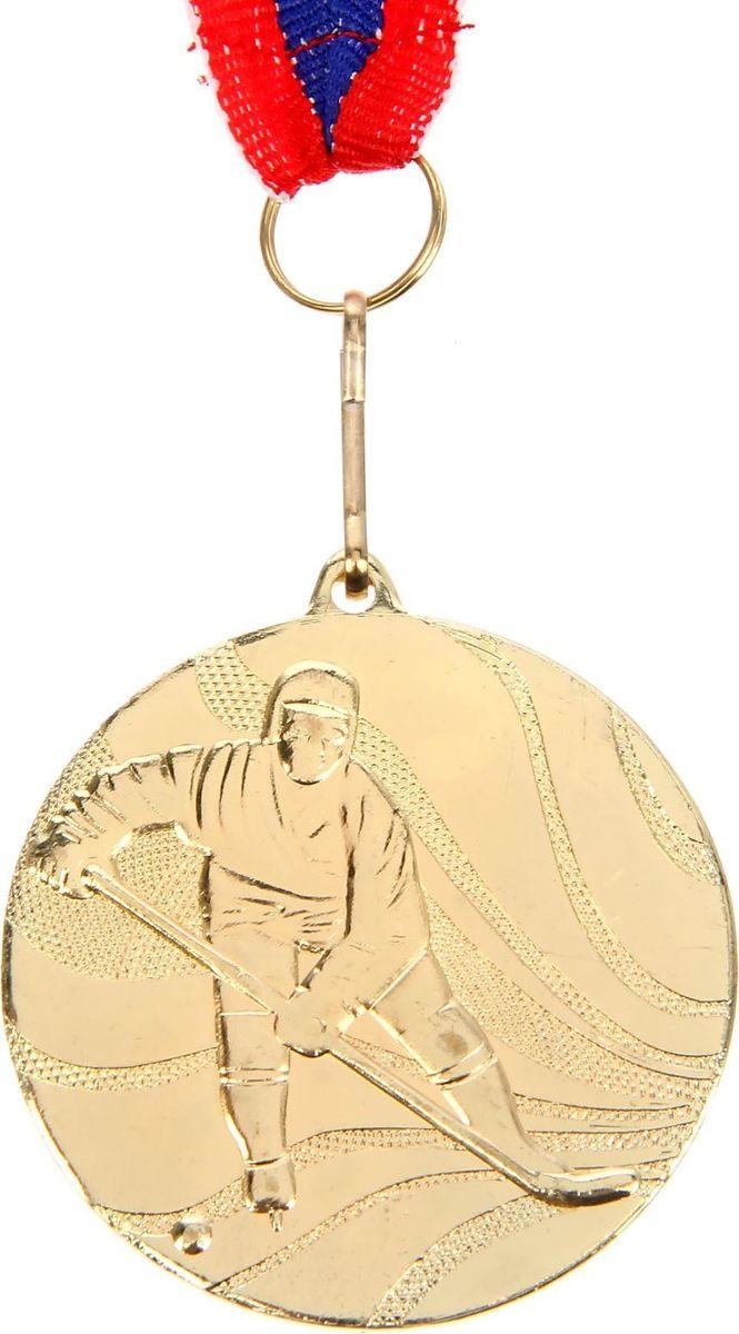 Медаль сувенирная Хоккей, цвет: золотистый, диаметр 5 см. 0611510652Медаль - знак отличия, которым награждают самых достойных. Она вручается лишь тем, кто проявил настойчивость и волю к победе. Каждое достижение - это важное событие, которое должно остаться в памяти на долгие годы. Медаль тематическая Хоккей изготовлена из металла. В комплект входит лента цвета триколор, являющегося одним из государственных символов России. Диаметр медали: 5 см.
