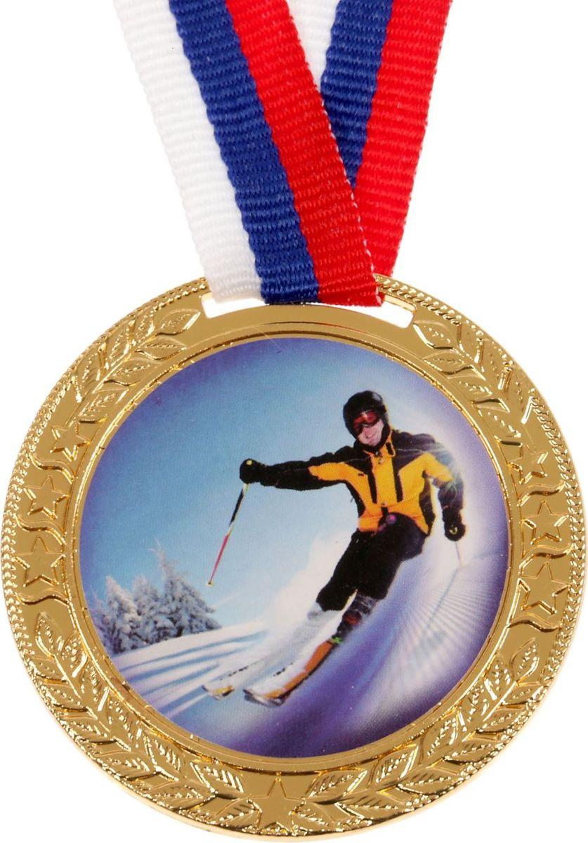 Медаль сувенирная Лыжи, цвет: золотистый, диаметр 5 см. 0991672996Невозможно представить нашу жизнь без праздников! Мы всегда ждём их и предвкушаем, обдумываем, как проведём памятный день, тщательно выбираем подарки и аксессуары, ведь именно они создают и поддерживают торжественный настрой. Медаль сувенирная Лыжи - это отличный выбор, который привнесёт атмосферу праздника в ваш дом!
