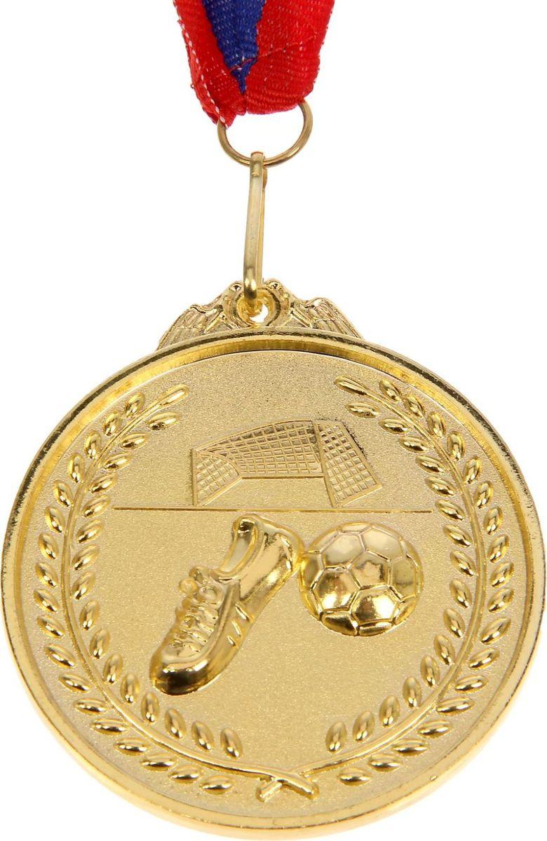 Медаль сувенирная Футбол, цвет: золотистый, диаметр 6,5 см. 002506910Медаль — знак отличия, которым награждают самых достойных. Она вручается лишь тем, кто проявил настойчивость и волю к победе. Каждое достижение — это важное событие, которое должно остаться в памяти на долгие годы. Медаль тематическая Футбол d=6,5 см, цвет золото изготовлена из металла, в комплект входит лента цвета триколор, являющегося одним из государственных символов России.Характеристики: Диаметр медали: 6,5 см Диаметр вкладыша (оборот): 6 см Ширина ленты: 2,5 см.