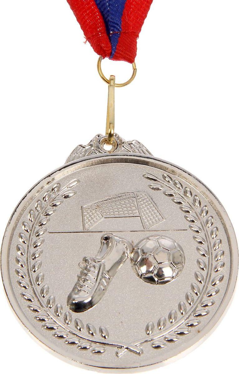 Медаль сувенирная Футбол, цвет: серебристый, диаметр 6,5 см. 002506911Медаль — знак отличия, которым награждают самых достойных. Она вручается лишь тем, кто проявил настойчивость и волю к победе. Каждое достижение — это важное событие, которое должно остаться в памяти на долгие годы. Медаль тематическая Футбол d=6,5 см, цвет серебро изготовлена из металла, в комплект входит лента цвета триколор, являющегося одним из государственных символов России.Характеристики: Диаметр медали: 6,5 см Диаметр вкладыша (оборот): 6 см Ширина ленты: 2,5 см.