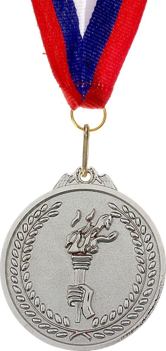 Медаль сувенирная с местом для гравировки, цвет: серебристый, диаметр 6,5 см. 001506926Медаль — знак отличия, которым награждают самых достойных. Она вручается лишь тем, кто проявил настойчивость и волю к победе. Каждое достижение — это важное событие, которое должно остаться в памяти на долгие годы. Медаль под нанесение 001, d=6,5, серебро изготовлена из металла, в комплект входит лента цвета триколор, являющегося одним из государственных символов России.Характеристики: Диаметр медали: 6,5 см Диаметр вкладыша (оборот): 6 см Ширина ленты: 2,5 см.