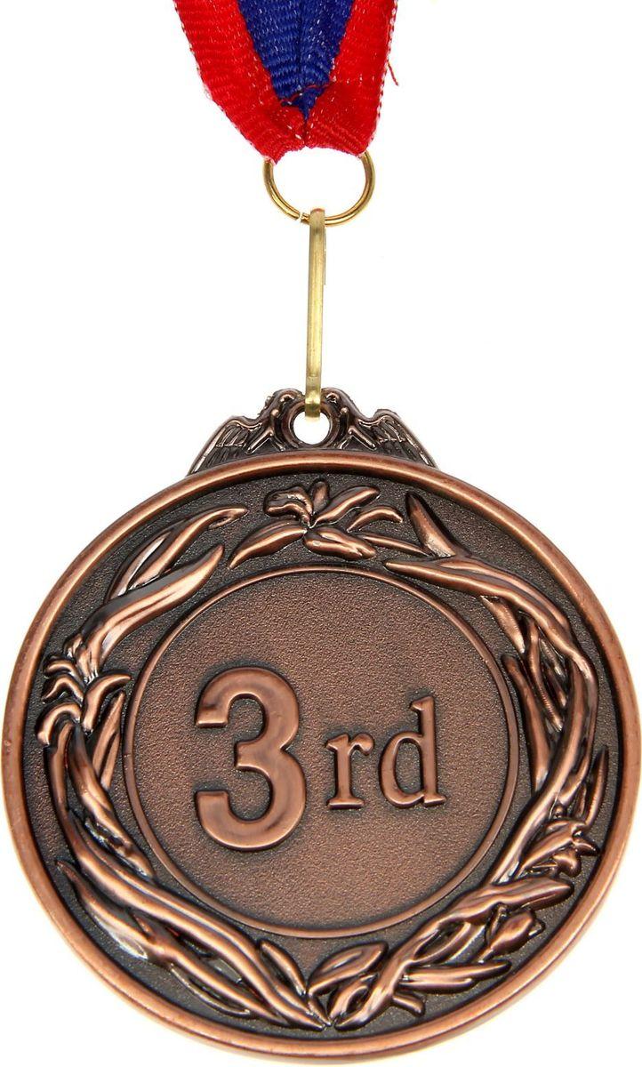 Медаль сувенирная 3 место, цвет: бронзовый, диаметр 6,5 см. 008506933Медаль — знак отличия, которым награждают самых достойных. Она вручается лишь тем, кто проявил настойчивость и волю к победе. Каждое достижение — это важное событие, которое должно остаться в памяти на долгие годы. Медаль призовая d=6,5 см 3 место, цвет бронза изготовлена из металла, в комплект входит лента цвета триколор, являющегося одним из государственных символов России.Характеристики:Диаметр медали: 6,5 см Диаметр вкладыша (оборот): 4,5 х 2,5 см Ширина ленты: 2,5 см.