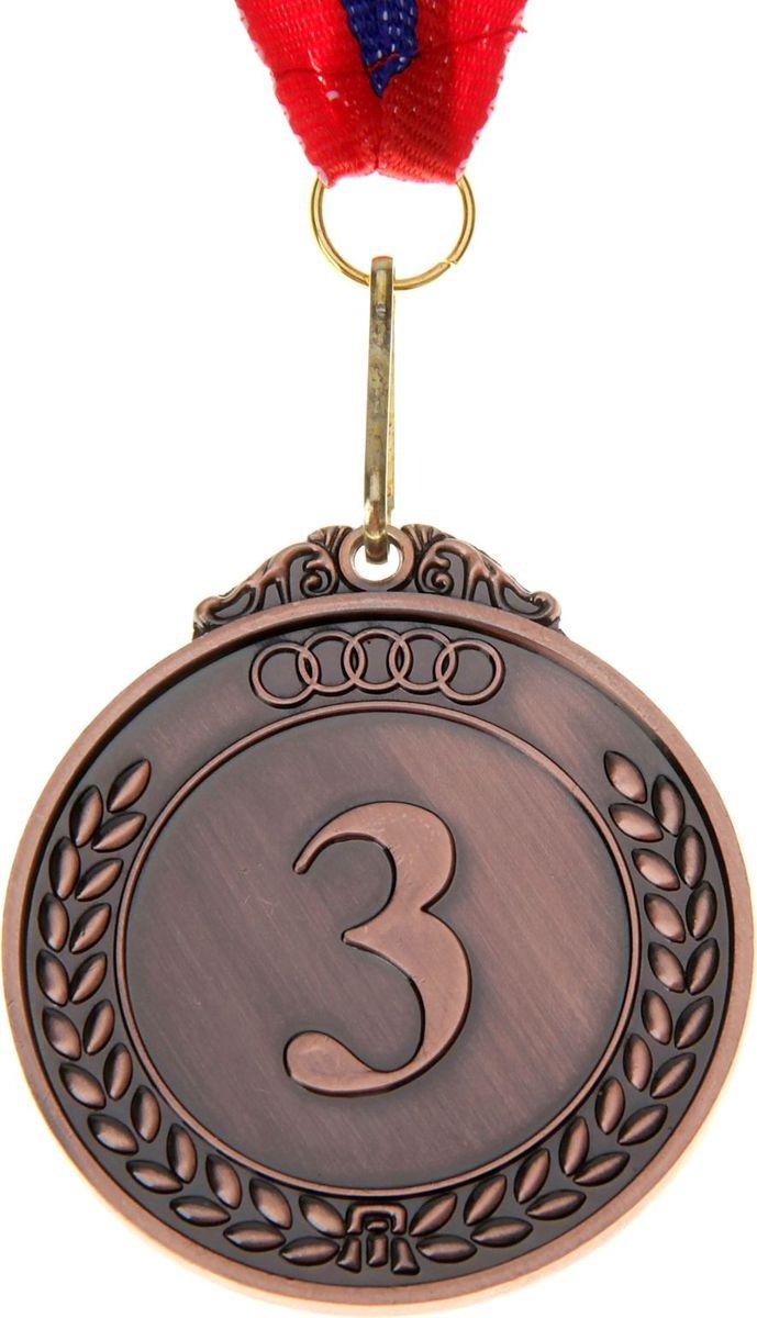 """Медаль — знак отличия, которым награждают самых достойных. Она вручается лишь тем, кто проявил настойчивость и волю к победе. Каждое достижение — это важное событие, которое должно остаться в памяти на долгие годы. Медаль призовая d=5 см """"3 место"""", цвет бронза изготовлена из металла, в комплект входит лента цвета """"триколор"""", являющегося одним из государственных символов России. Характеристики:  Диаметр медали: 5 см Ширина ленты: 2,5 см."""