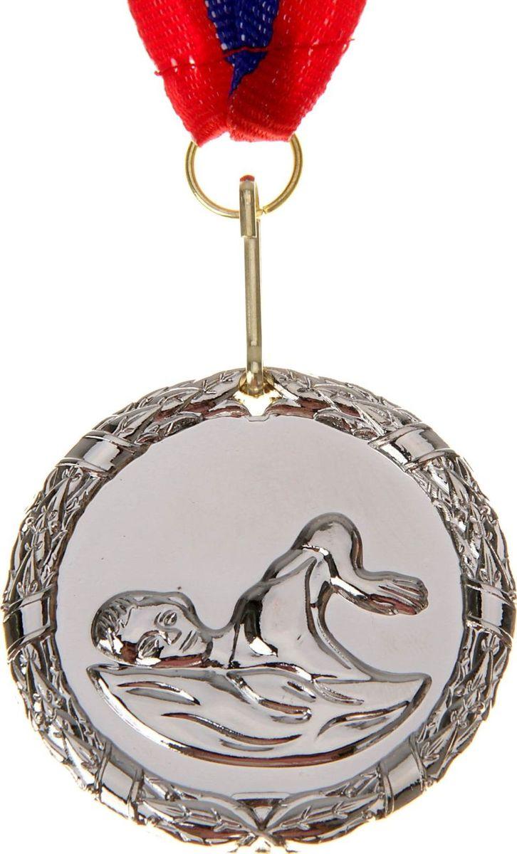 Медаль сувенирная Плавание, цвет: серебристый, диаметр 5 см. 009506969Медаль — знак отличия, которым награждают самых достойных. Она вручается лишь тем, кто проявил настойчивость и волю к победе. Каждое достижение — это важное событие, которое должно остаться в памяти на долгие годы. Медаль тематическая Плавание d=5 см, цвет серебро изготовлена из металла, в комплект входит лента цвета триколор, являющегося одним из государственных символов России. Характеристики:Диаметр медали: 5 см Диаметр вкладыша (оборот): 4,5 см Ширина ленты: 2,5 см.