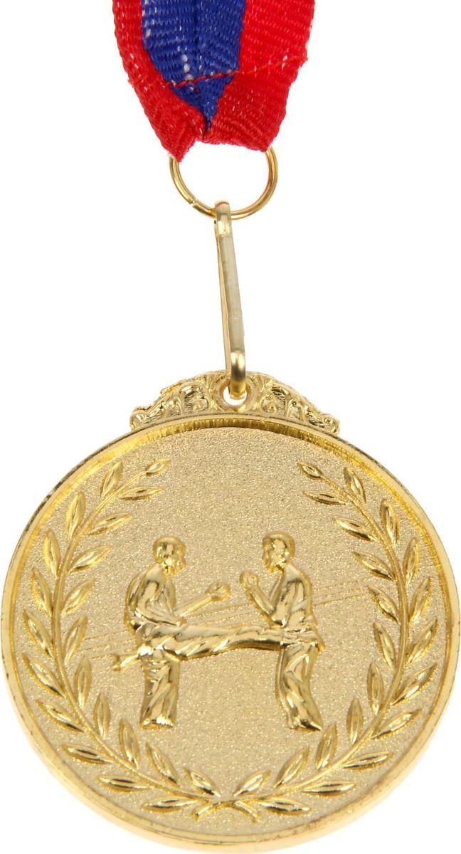 Медаль сувенирная Боевое искусство, цвет: золотистый, диаметр 4,5 см. 014507616Медаль — знак отличия, которым награждают самых достойных. Она вручается лишь тем, кто проявил настойчивость и волю к победе. Каждое достижение — это важное событие, которое должно остаться в памяти на долгие годы. Медаль тематическая Боевое искусство d=4,5 см, цвет золото изготовлена из металла, в комплект входит лента цвета триколор, являющегося одним из государственных символов России.Характеристики:Диаметр медали: 4 см Диаметр вкладыша (оборот): 3,5 см Ширина ленты: 2,5 см.