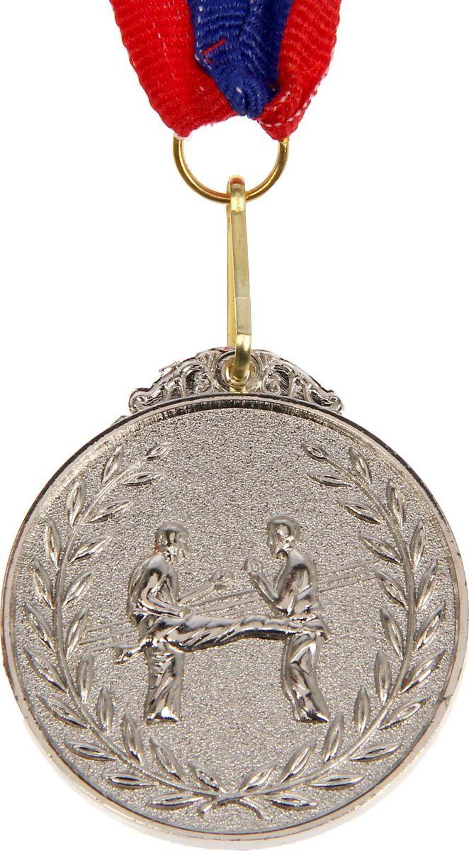Медаль сувенирная Боевое искусство, цвет: серебристый, диаметр 4,5 см. 014507617Медаль — знак отличия, которым награждают самых достойных. Она вручается лишь тем, кто проявил настойчивость и волю к победе. Каждое достижение — это важное событие, которое должно остаться в памяти на долгие годы. Медаль тематическая Боевое искусство d=4,5 см, цвет серебро изготовлена из металла, в комплект входит лента цвета триколор, являющегося одним из государственных символов России.Характеристики:Диаметр медали: 4 см Диаметр вкладыша (оборот): 3,5 см Ширина ленты: 2,5 см.