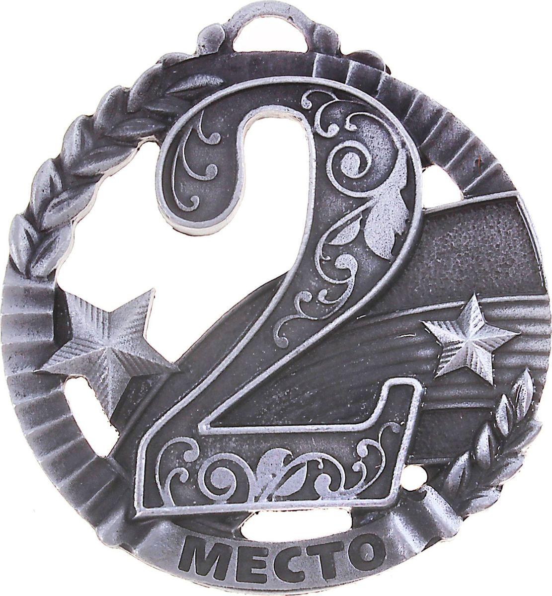 Медаль сувенирная 2 место, цвет: серебристый, диаметр 5 см. 007653444Эта универсальная медаль с классическим дизайном подойдёт для любых соревнований. вы сможете дополнить её персональной гравировкой или корпоративной символикой.Если необходимо подчеркнуть важность домашнего или корпоративного спортивного мероприятия, то оригинальным и запоминающимся итогом соревнований будет вручение медалей участникам и победителям. Диаметр медали: 5 см. Сверху расположено отверстие для крепления ленты.