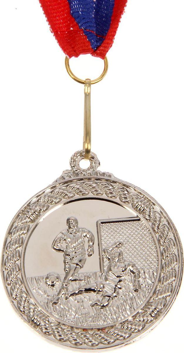 Медаль сувенирная Футбол, цвет: серебристый, диаметр 4,5 см. 018835315Медаль — знак отличия, которым награждают самых достойных. Она вручается лишь тем, кто проявил настойчивость и волю к победе. Каждое достижение — это важное событие, которое должно остаться в памяти на долгие годы. Медаль тематическая Футбол d=4,5 см, цвет серебро изготовлена из металла, в комплект входит лента цвета триколор, являющегося одним из государственных символов России. Характеристики:Диаметр медали: 4,5 см Диаметр вкладыша (оборот): 3 см Ширина ленты: 2,5 см.