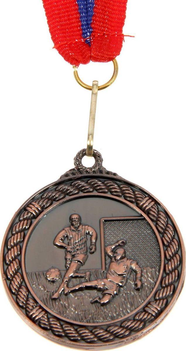 Медаль сувенирная Футбол, цвет: бронзовый, диаметр 4,5 см. 018835316Медаль — знак отличия, которым награждают самых достойных. Она вручается лишь тем, кто проявил настойчивость и волю к победе. Каждое достижение — это важное событие, которое должно остаться в памяти на долгие годы. Медаль тематическая Футбол d=4,5 см, цвет бронза изготовлена из металла, в комплект входит лента цвета триколор, являющегося одним из государственных символов России. Характеристики:Диаметр медали: 4,5 см Диаметр вкладыша (оборот): 3 см Ширина ленты: 2,5 см.