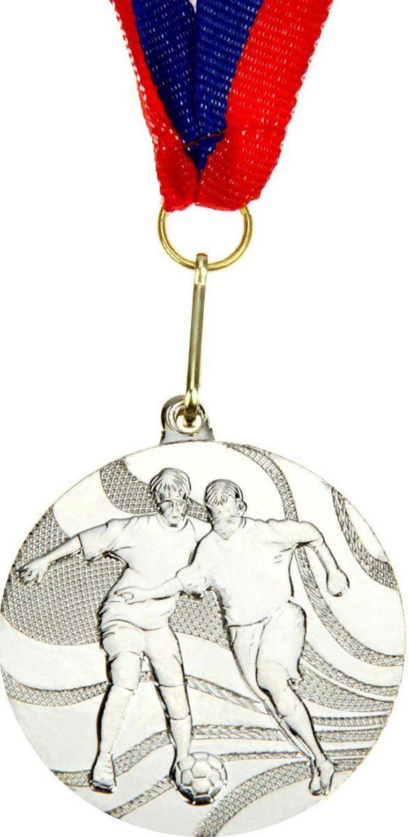 Медаль сувенирная Футбол, цвет: серебристый, диаметр 5 см. 021835372Медаль — знак отличия, которым награждают самых достойных. Она вручается лишь тем, кто проявил настойчивость и волю к победе. Каждое достижение — это важное событие, которое должно остаться в памяти на долгие годы. Медаль тематическая Футбол d=5 см, цвет серебро изготовлена из металла, в комплект входит лента цвета триколор, являющегося одним из государственных символов России. Характеристики:Диаметр медали: 5 см Диаметр вкладыша (оборот): 4,5 см Ширина ленты: 2,5 см.