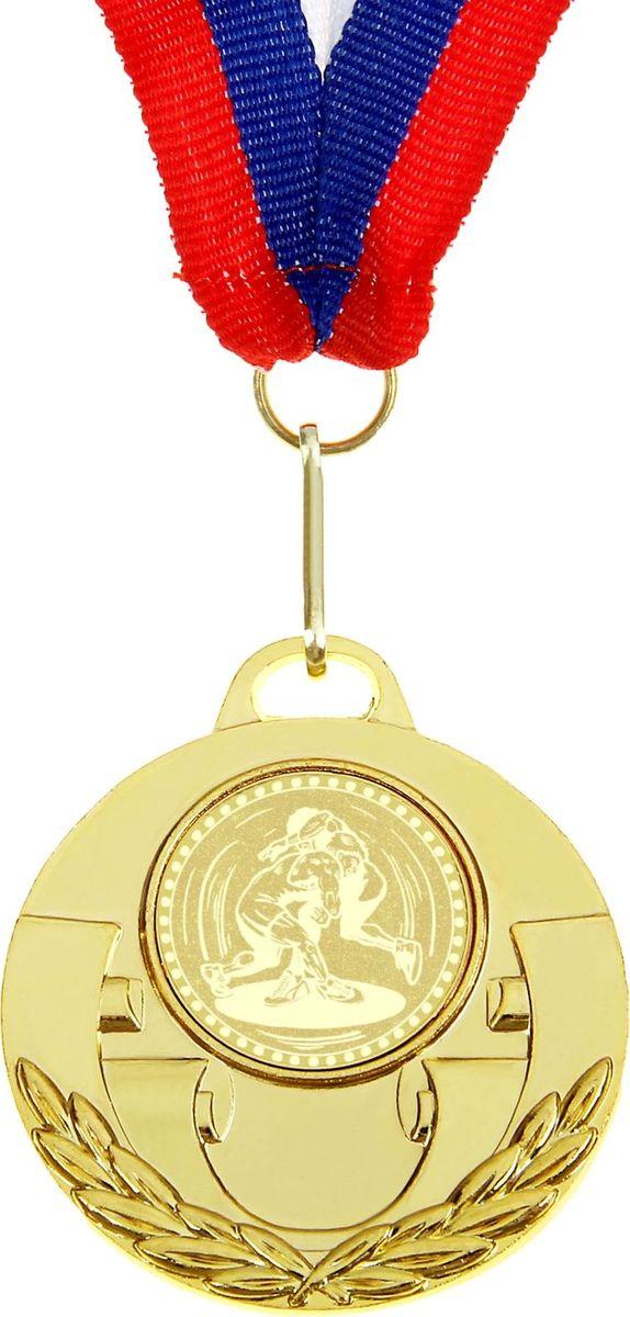 Медаль сувенирная Вольная борьба, цвет: золотистый, диаметр 5 см. 027864138Долгие изнурительные тренировки, напряжение перед соревнованием… Наконец ты вышел и показал всё, на что способен. И вот она — победа! — награда для настоящего чемпиона. Пусть каждый видит, кому именно сегодня покорился пьедестал. Блестящая награда на груди станет лучшим ответом скептикам и всегда будет напоминать, что упорный труд непременно вознаграждается. Наступит завтрашний день, и своё лидерство нужно будет доказывать заново. Ну а пока победитель сможет наслаждаться триумфом, глядя на эту медаль.