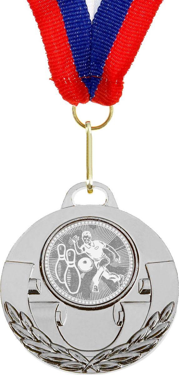 Медаль сувенирная Боулинг, цвет: серебристый, диаметр 5 см. 030864148Медаль — знак отличия, которым награждают самых достойных. Она вручается лишь тем, кто проявил настойчивость и волю к победе. Каждое достижение — это важное событие, которое должно остаться в памяти на долгие годы. изготовлена из металла, в комплект входит лента цвета триколор, являющегося одним из государственных символов России.Характеристики:Диаметр медали: 5 см Диаметр вкладыша (оборот): 4 см Ширина ленты: 2,5 см.