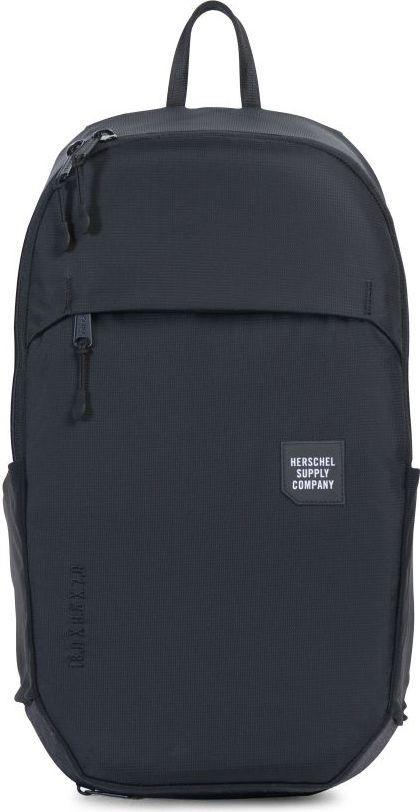 Рюкзак городской Herschel Mammoth Medium, цвет: черный, 18 л. 10269-01174-OS10269-01174-OSГородской рюкзак Mammoth Mediumминималистичный и стильный, имеет объем 18 литров и массу дополнительных плюсов, которые позволяют назвать его практически идеальной городской моделью. Судите сами: прочный нейлон с усиленным основанием, влагозащита, защищенный карман для ноутбука, неопреновый чехол для ключей с карабином, карманы для бутылок, защитный чехол на случай дождя, контурные лямки и светоотражающие детали. Эргономичный дизайн.