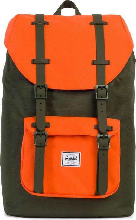 Рюкзак городской Herschel America Mid-Volume, цвет: хаки, оранжевый, 17 л. 10020-01574-OS10020-01574-OSУменьшенная копия легендарного рюкзакаLittle America - идеальный городской рюкзак, который отлично подойдет для учебы, работы или небольших путешествий. Удобный, практичный, стильный - все выполнено в лучших традициях качества Herschel!