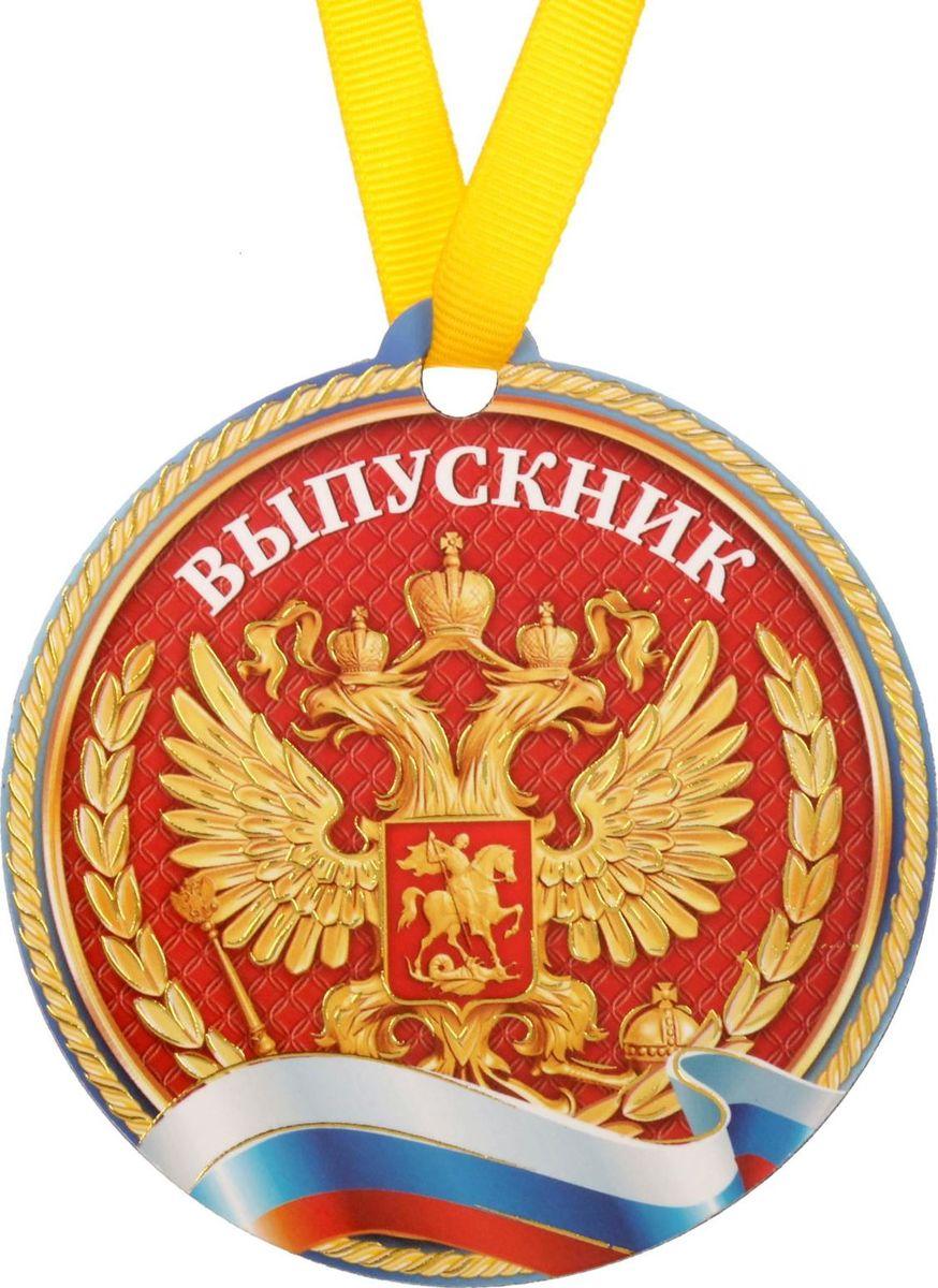 Медаль-магнит сувенирная Выпускник РФ, 8,5 х 9 см1865333Медаль-магнит — чудесный памятный сувенир. Медаль дополнена яркой лентой, благодаря которой её сразу же можно надеть на счастливого адресата. После торжества магнит легко разместить на любой металлической поверхности, например на холодильнике, где почётная награда будет радовать вас каждый день и не останется незамеченной. Медаль преподносится на красочной подложке.