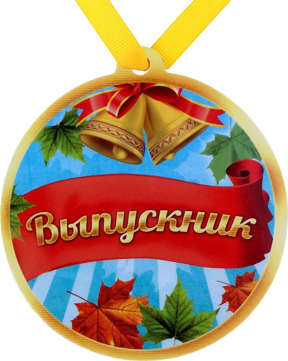 Медаль-магнит сувенирная Выпускник, 8,5 х 9,2 см. 650288650288Если вы хотите порадовать себя или близких, создать праздничное настроение и с улыбкой провести памятный день, то вы, несомненно, сделали правильный выбор! Мы всегда ждем и предвкушаем праздники, обдумываем, как проведем памятный день, тщательно выбираем подарки и аксессуары - ведь именно они создают и поддерживают праздничный настрой. Медаль на магните отличается не только оригинальным дизайном, но и высоким качеством. Приобрести данный товар вы можете прямо сейчас на нашем сайте с доставкой в ваш город.
