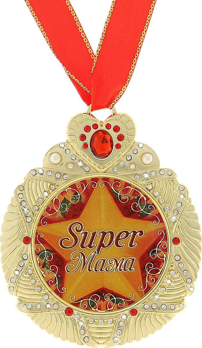 Медаль сувенирная Супер мама, диаметр 7 см707724Медаль сувенирная Супер мама - одна из самых удивительных и эксклюзивных медалей для вас и ваших близких. Медаль выполнена из металла, усыпана стразами и имеет зеркальную глянцевую вставку с оригинальным дизайном. Металлическое сердце, украшающее медаль, покрыто красными стразами, что придает изящность сувениру. Медаль идет в комплекте с красной атласной лентой. Медаль Супер мама непременно порадует будущего обладателя, став достойным подарком!