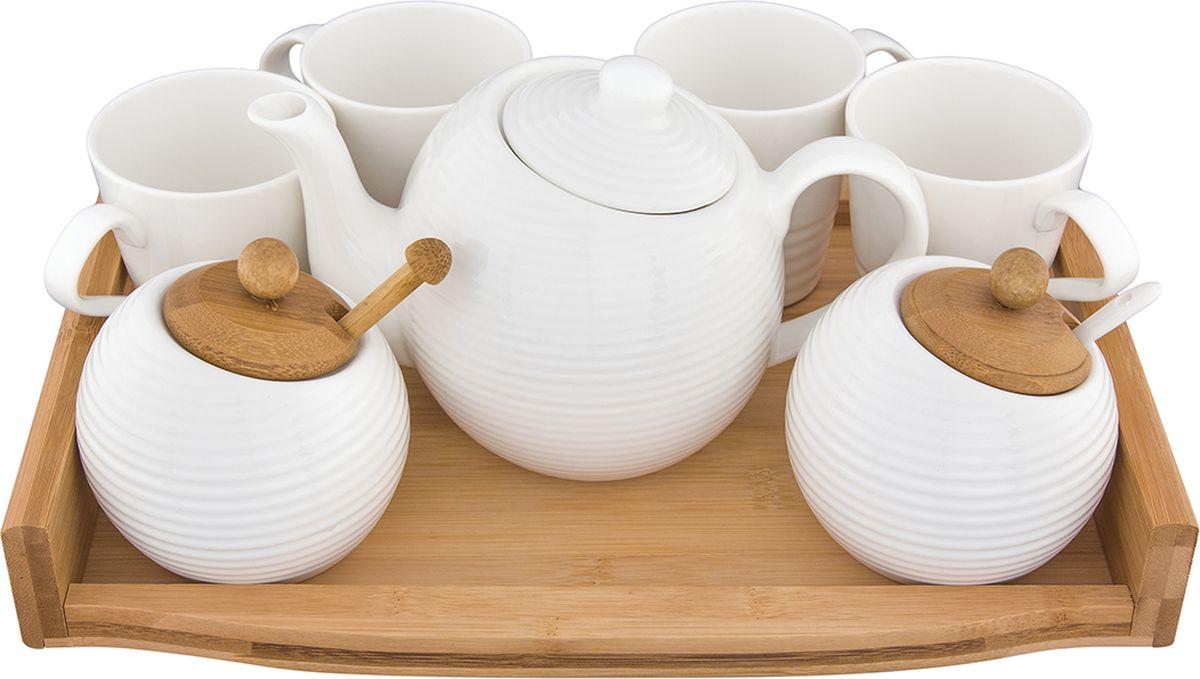 Набор чайный Elan Gallery Айсберг, на деревянной подставке, 8 предметов. 540165540165Чайный набор Айсберг украсит ваше чаепитие. Изделия выполнены из фарфора. В комплекте 7 предметов: - заварочный чайник (объем 950 мл),- чашка 4 шт (260 мл),- сахарница (380 мл) с деревянной крышкой и ложкой, - банка для меда (380 мл) с деревянной крышкой и деревянной палочкой - деревянный поднос. Изделие имеет подарочную упаковку, поэтому станет желанным подарком для ваших близких!