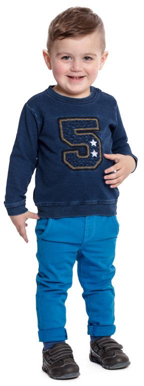 Брюки для мальчика PlayToday, цвет: голубой. 377015. Размер 80377015Удобные велюровые брюки PlayToday - отличное дополнение к повседневному гардеробу ребенка. Пояс со шлевками, изнутри дополнен регулируемой резинкой на пуговицах. Модель декорирована имитацией молнии и задних карманов.