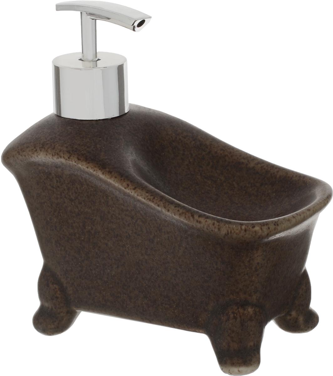 """Дозатор для жидкого мыла """"Elrington"""", изготовленный из  керамики и металла, отлично подойдет для вашей ванной комнаты.  Такой аксессуар очень удобен в использовании, достаточно  лишь перелить жидкое мыло в дозатор, а когда необходимо  использование мыла, легким нажатием выдавить нужное  количество. Также изделие оснащено подставкой под губку. Дозатор для жидкого мыла """"Elrington"""" создаст особую атмосферу  уюта и максимального комфорта в ванной. Размер дозатора: 15 х 7,5 х 15 см."""