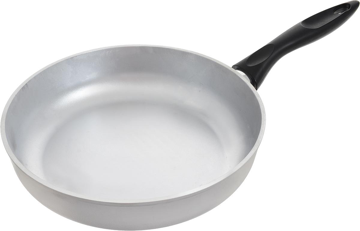 """Сковорода """"Катюша"""", выполненная из высококачественного литого алюминия с утолщенным  дном, оснащена удобной пластиковой ручкой.  Благодаря хорошей теплопроводности алюминия, пища не пригорает и не прилипает к стенкам.  Подходит для жарки деликатных продуктов, например, рыбы и овощей. Легко чистится.  Данная сковородка отличается долговечностью и легкостью.  Подходит для всех плит, кроме индукционных. Можно мыть в посудомоечной машине.  Диаметр сковороды (по верхнему краю): 28 см. Высота сковороды: 7 см.  Длина ручки: 19,5 см. Толщина стенок: 4,5 мм. Толщина дна: 6 мм."""