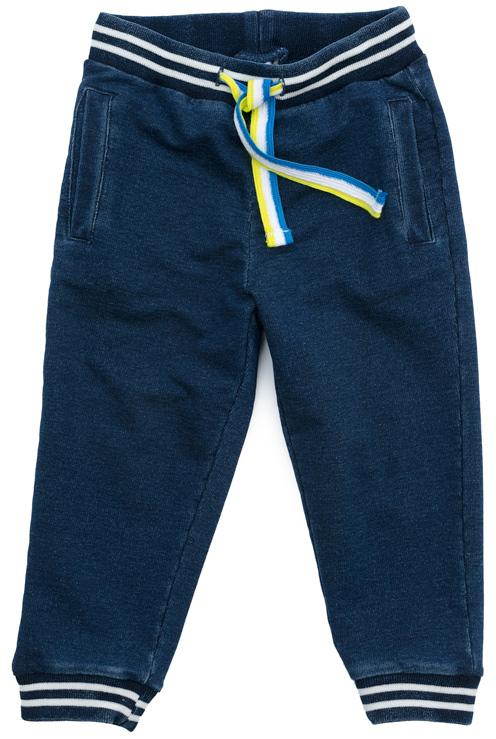 Брюки спортивные для мальчика PlayToday, цвет: синий. 377060. Размер 80377060Спортивные брюки PlayToday дополнят повседневный гардероб ребенка. Пояс на широкой резинке, не сдавливающей живот ребенка, с регулируемым шнуром-кулиской. Низ брючин на трикотажных манжетах. Модель дополнена вшивными карманами. Свободный крой модели не сковывает движений.