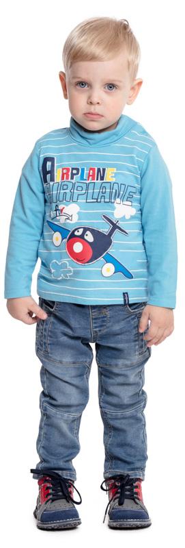 Водолазка для мальчика PlayToday, цвет: голубой. 377023. Размер 80377023Водолазка PlayToday выполнена из эластичного хлопка. Модель с длинными рукавами и воротником-гольф имеет свободный крой, который не сковывает движений. Модель декорирована ярким принтом. Для удобства снимания и одевания на горловине изделия расположены удобные застежки-кнопки.